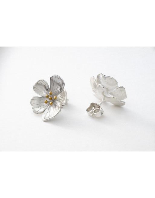 Hilla stud earrings