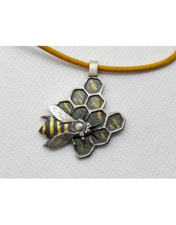 Mehiläinen riipus